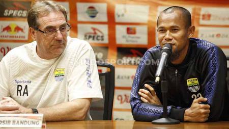 Supardi Nasir (kanan) menyebut laga melawan Persija Jakarta membuat pemain Persib Bandung semakin sadar bahwa jangan berhenti berusaha. - INDOSPORT