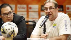 Indosport - Robert Rene Alberts mengaku kecewa dengan sikap suporter yang tidak respect terhadap M. Natshir.