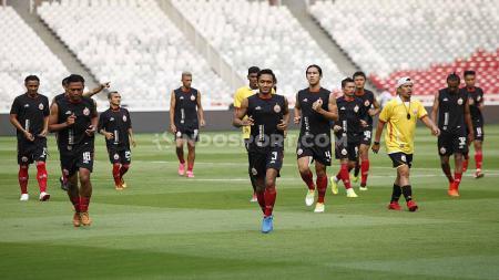 Official Training tim Persija Jakarta jelang laga Liga 1 lawan Persib Bandung di Stadion GBK Jakarta, Selasa (9/7/19). Foto: Herry Ibrahim/INDOSPORT - INDOSPORT