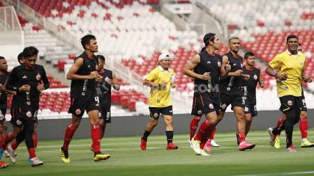 Official Training tim Persija Jakarta jelang laga Liga 1 lawan Persib Bandung di Stadion GBK Jakarta, Selasa (09/07/19). Foto: Herry Ibrahim/INDOSPORT - INDOSPORT