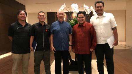 Para pengurus Timnas Basket Putra Indonesia. - INDOSPORT