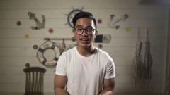 Indosport - Putra bungsu Presiden Republik Indonesia Joko Widodo, Kaesang Pangarep, resmi bergabung dengan tim eSports Aerowolf di divisi game Mobile Legends
