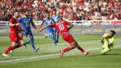 Indosport - Bruno Matos gagal mengamankan peluang emas di gawang Persib.