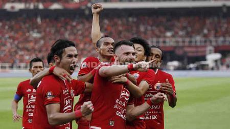 Aksi selebrasi pemain Persija Jakarta setelah Marko Simic mencetak gol ke gawang Persib Bandung. - INDOSPORT