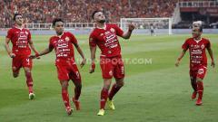 Indosport - Marko Simic dan rekannya merayakan gol ke gawang Persib di SUGBK.