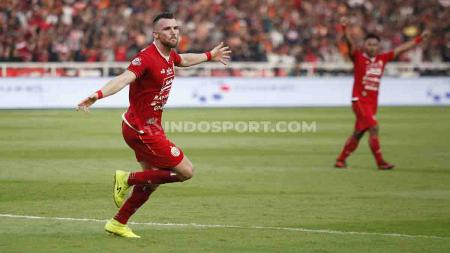 Marko Simic merayakan gol usai berhasil membobol gawang I Made Wirawan di SUGBK. - INDOSPORT