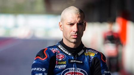 Bukan Valentino Rossi, Marco Melandri mengungkapkan sosok rival terberatnya saat masih balapan di kejuaraan balap motor MotoGP. - INDOSPORT