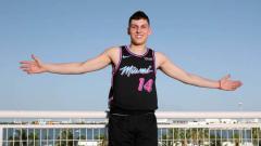 Indosport - Tyler Herro mendapatkan kontrak rookie dari Miami Heat. Issac Baldizon/Getty Images.
