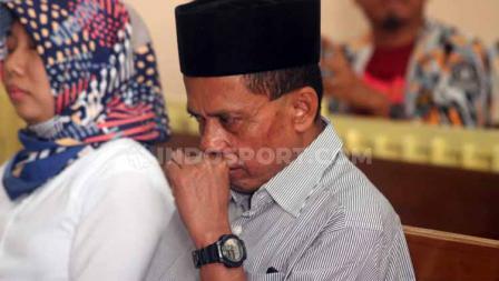 Terdakwa Prianto mendengarkan bacaan vonis kasus penipuan tim Persibara Banjarnegara di Pengadilan Negeri (PN) Banjarnegara, Kamis (11/07/19)