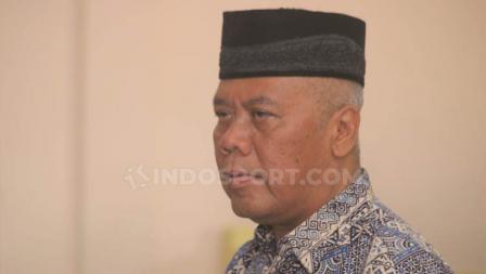 Terdakwa Dwi Irianto mendengarkan bacaan vonis kasus penipuan tim Persibara Banjarnegara di Pengadilan Negeri (PN) Banjarnegara, Kamis (11/07/19).