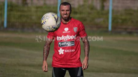 Gelandang Bali United, Paulo Sergio. Foto: Nofik Lukman Hakim/INDOSPORT - INDOSPORT