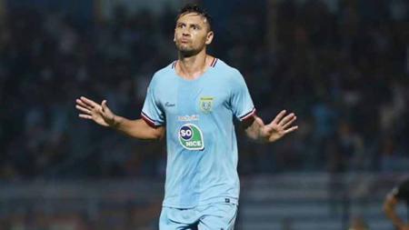 Striker Persela Lamongan Alex dos Santos Goncalves di Liga 1 2019. Foto: Instagram@perselafc - INDOSPORT