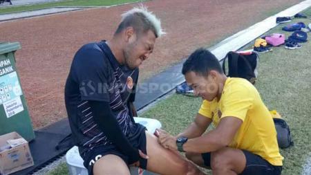 Nanang Tri Wahyudi menyebut pemulihan cedera seorang pemain sepak bola bisa dipengaruhi dengan kedekatannya bersama keluarga. - INDOSPORT