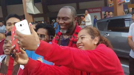 Kegemarannya akan memasak, membuat pelatih Persipura Jacksen Tiago berkeinginan untuk membuka sebuah restoran dengan menu makanan khas Brasil di Surabaya. - INDOSPORT