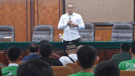 Gubernur Sumut Edy Rahmayadi yang juga Dewan Penasehat PSMS Medan temu ramah dengan managemen, mantan serta kelompok suporter PSMS, Jumat (12/7/2019). - INDOSPORT