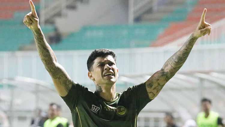 Ciro Alves merayakan gol setelah sukses membobol gawang Madura United. Copyright: officialpersikabo