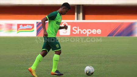 Osvaldo Haay saat mengikuti official training Persebaya Surabaya. - INDOSPORT