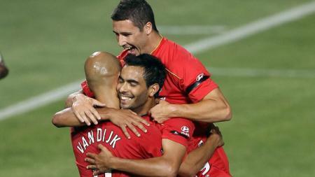 Sergio Van Dijk (kiri) bersama skuat Adelaide United. - INDOSPORT