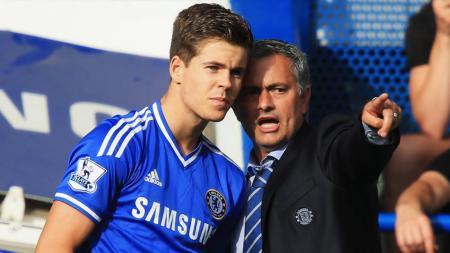 Chelsea menunjukkan sisi baiknya dengan memberikan kontrak anyar kepada pemain berjuluk si anak hilang yakni Marco van Ginkel - INDOSPORT