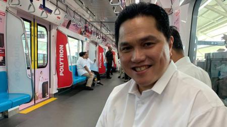 Erick Thohir mengunggah foto dirinya berada di dalam MRT bersama dengan Presiden Joko Widodo dan Prabowo Subianto - INDOSPORT