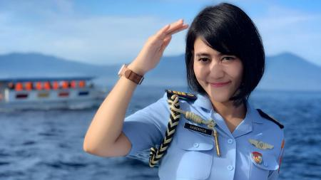 Ajudan Iriana Jokowi, Kapten Adm Sandhyca Putrie - INDOSPORT