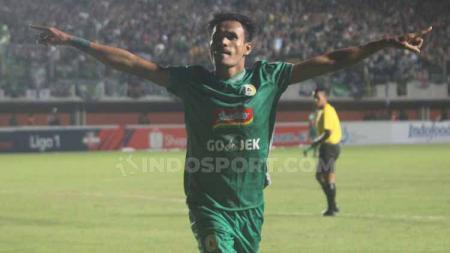 Haris Tuharea merayak gol ke gawang Persebaya Surabay di Liga 1 pekan ke-8 - INDOSPORT