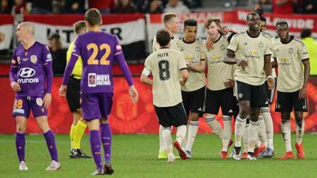 Aksi selebrasi pemain Manchester United setelah menang 2-0 atas Perth Glory di Optus Stadium (13/07/19). - INDOSPORT