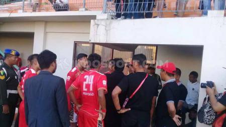 Gara-gara hal konyol nomor punggung pemain yang salah, Persis Solo hanya bisa mainkan 10 pemain melawan Martapura FC, Sempat terjadi protes dari kubu Persis. - INDOSPORT