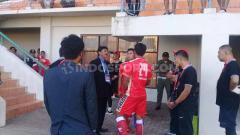 Indosport - Gara-gara hal konyol nomor punggung pemain yang salah, Persis Solo hanya bisa mainkan 10 pemain melawan Martapura FC. Sempat terjadi protes dari kubu Persis.