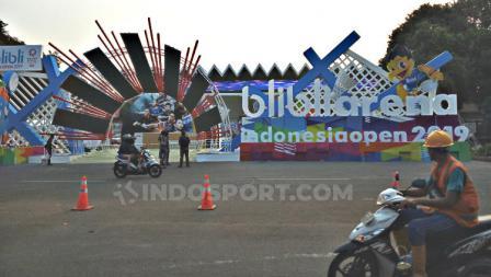 Istora bersolek jelang Indonesia Open 2019. Foto: Herry Ibrahim/INDOSPORT