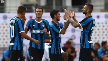 Inter Milan merayakan gol ke gawang FC Lugano dalam laga uji coba pramusim, Minggu (14/07/19).