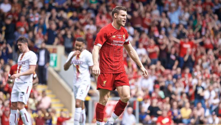 James Milner dalam laga pramusim antara Bradford City vs Liverpool, Minggu (15/07/19) WIB. Copyright: Twitter @LFC