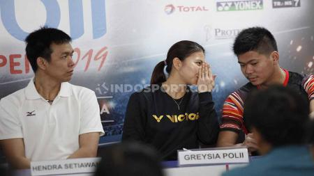 Hendra Setiawan, Greysia Polii, dan Praven Jordan pada sesi jumpa pers top atlet nasional di Media Center Istora Senayan, Senin (15/07/19) silam. Foto: Herry Ibrahim/INDOSPORT - INDOSPORT