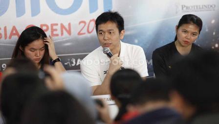 Ruselli Hartawan, Hendra Setiawan dan Greysia Polii pada sesi jumpa pers top atlet nasional jelang Indonesia Open 2019, di Media Center Istora Senayan, Senin (15/07/19). Foto: Herry Ibrahim/INDOSPORT