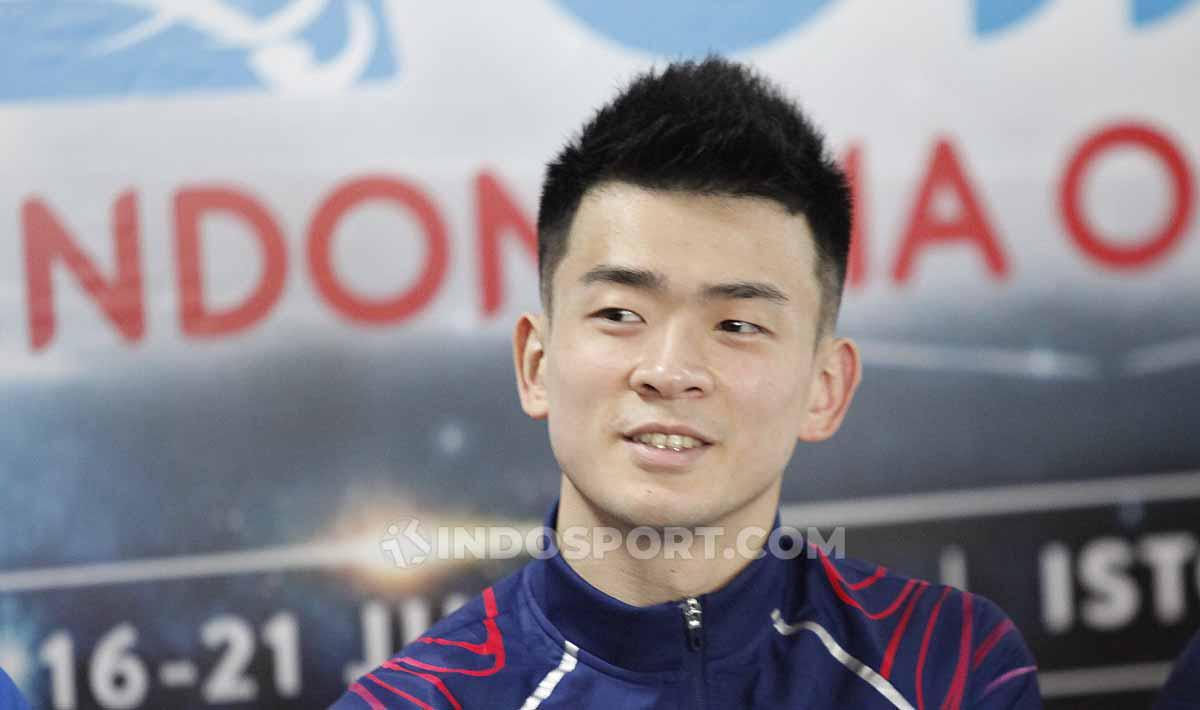 Ganda campuran China Zheng Siwei, pada sesi jumpa pers top atlet luar negeri jelang Indonesia Open 2019 di Media Center Istora Senayan, Senin (15/07/19). Foto: Herry Ibrahim/INDOSPORT Copyright: Herry Ibrahim/INDOSPORT