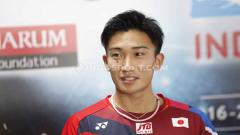 Indosport - Pebulutangkis Jepang, Kento Momota membagikan curahan hatinya usai mengalahkan Anthony Ginting di laga pamungkas BWF World Tour Finals 2019, Minggu (15/12/19).