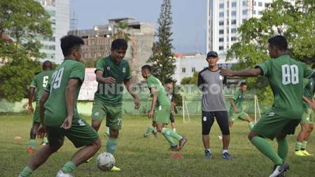 Skuat PSMS Medan berlatih di komplek mess PSMS, Stadion Kebun Bunga, Medan, Senin (15/07/2019) sore. Foto: Aldi Aulia Anwar/INDOSPORT. - INDOSPORT