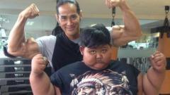 Indosport - Dilatih Ade Rai, Aria Permana selaku bocah obesitas yang gegerkan publik Indonesia beberapa tahun lalu tunjukan tubuh ideal.