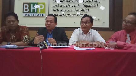 Mantan Manajer Sriwijaya FC periode 2017-2018, Ucok Hidayat, melalui kuasa hukumnya BHP Law Firm pengembalian uang sebesar Rp12,4 miliar. - INDOSPORT