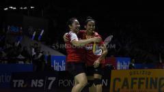 Indosport - Keceriaan wajah pasangan bulutangkis Indonesia Indonesia Nadya Melati/Tiara Rosalia berhasil kalahkan pasangan Australia. Foto Herry Ibrahim/INDOSPORT