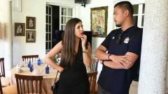 Indosport - Bayu Eka Sari, alias Bangbes saat bersama dengan anak Luis Milla