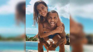 Liburan di Bali, Dani Alves Sukses Lakukan Bottle Cap Challenge Pakai Alat Vital