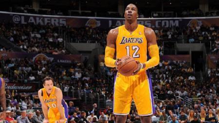 Dwight Howard saat masih berseragam LA Lakers. - INDOSPORT