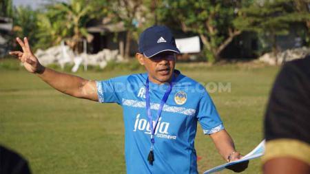 Aji Santoso mengatakan skuat PSIM Yogyakarta sudah siap tampil maksimal di laga tandang kontra PSBS Biak dalam lanjutan Liga 2 2019. - INDOSPORT