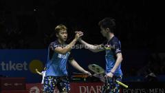 Indosport - Ganda putra Indonesia, Kevin Sanjaya/Marcus Fernaldi berhasil mengalahkan perlawanan ganda Jepang Takuto Inoue/Yuki Kaneko dengan rubber set 20-22, 21-16 dan 21-14 pada babak pertama Indonesia Open 2019 di Istora Senayan, Selasa (16/07/19).
