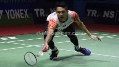 Indosport - Tunggal putra Indonesia, Jonatan Christie berhasil mengalahkan lawannya tunggal putra Denmark, Rasmus Gemke 21-17 dan 24-20 pada babak pertama Indonesia Open 2019 di Istora Senayan, Selasa (16/07/19).