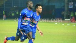Selebrasi gol Makan Konate  setelah hattrick dalam kemenngan arema fc 4-1 atas Badak Lampung