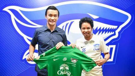 Chonburi FC resmi datangkan kembali Sinthaweechai Hathairattanakool dengan mengenakan nomor jersey 99 - INDOSPORT