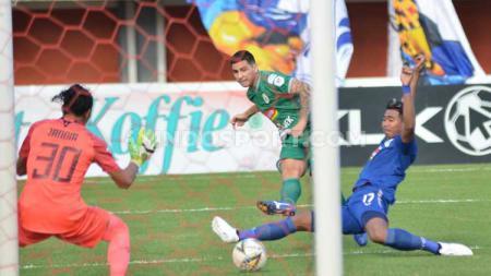 Gol PSS Sleman di babak pertama di laga kontra PSIS Semarang. - INDOSPORT