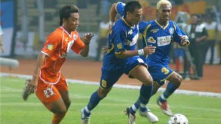 Final Piala Indonesia 2005 antara Persija dan Arema. - INDOSPORT